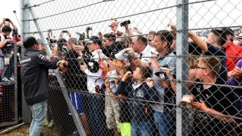 F1 fans fence