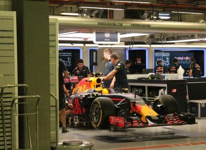 red-bull-f1-garage